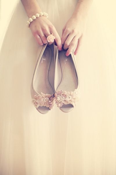 Pink Flat Wedding Shoes for a Change. #Weddings #WeddingAttire
