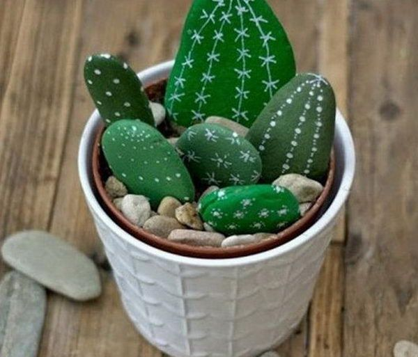 If your creative hands are itching to make super easy and fast craft projects, then this list of easy crafts to make and sell with lots of DIY Tutorials will surely tickle your fancy. From mason jars to mason jar lids to simple popsicle sticks, this list has got everything covered.