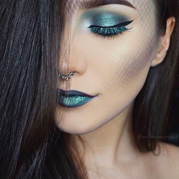 She did it again! @miaumauve goes under the sea with this #mermaid makeup. ------- We spot Sinuosity Lash mascara on her bottom lashes. // Shop now > Link in bio.☝️ #structurallashes #sigmahalloween