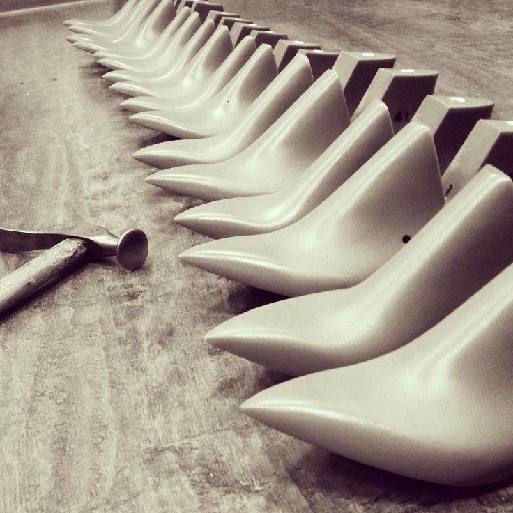 Колодки. Процесс создания обуви. сапожный молоток. Last / Made shoes
