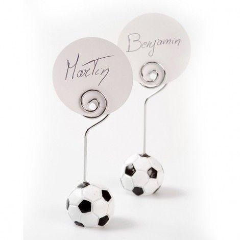 Marque place de table football, en forme de ballon de football, idéal pour un mariage, un baptême ou une réception, vendu en sachet de 4 marque places.