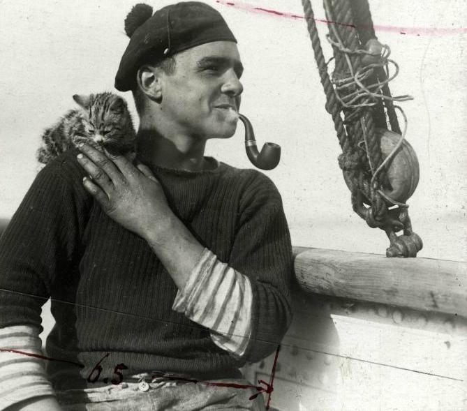 wehadfacesthen: Matrose und Kätzchen, 1912. Wunderschönes Foto. über holdthisphoto