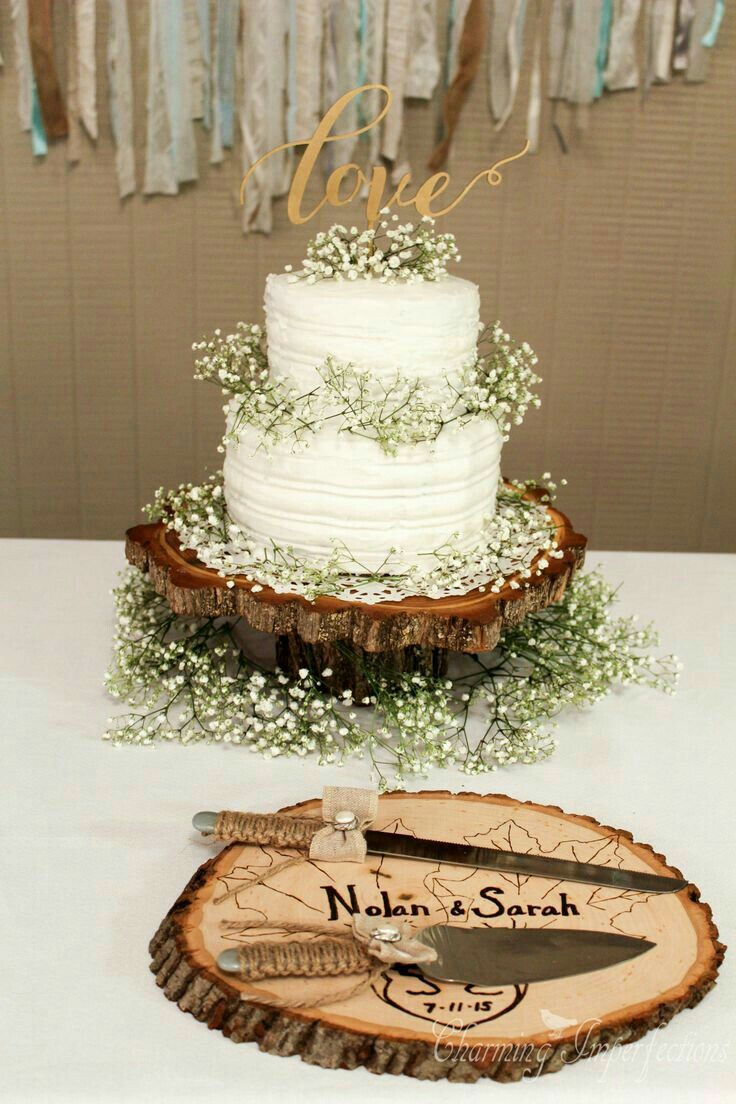 Country wedding cakes pictures - Rustic Wedding Cake With Tree Stump And Baby Breath