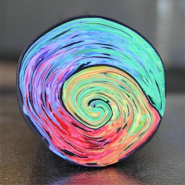mai multe tutoriale http://rengalsa.blogspot.com.au/2012/07/making-magic-swirl-cane.html