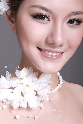 Exclusive 2013 Natural Bridal Makeup idea