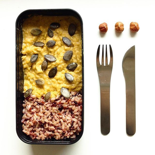 • V e g g i e • #latergram de ce midi, pendant que mon repas du soir cuit dans le Companion (mon meilleur ami!) Le repas super-moche-mais-tellement-bon > dhal de lentilles corail & riz de Camargue. Avec juste quelques graines de courge, & voilà! Sur ce, le chou chinois & ses copines les carottes sont prêts. Bon ap!  (Si vous saviez ce qu'on vous prépare pour décembre ...  Soon!) #lunch #veggiefood #food #bio #vegetarian #organic #monbento #fitgirl #getfit #eatclean #eathealthy #healthyfo...