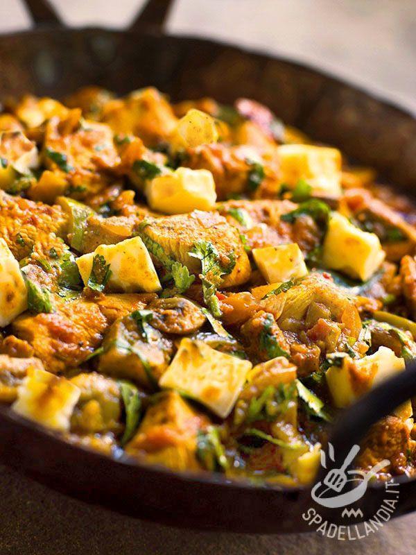Il Tacchino con patate e peperoni verdi: una ricetta leggera, preparata con verdure fresche e carne bianca. Gustatevi questo piatto saporito. #tacchinoconpatate