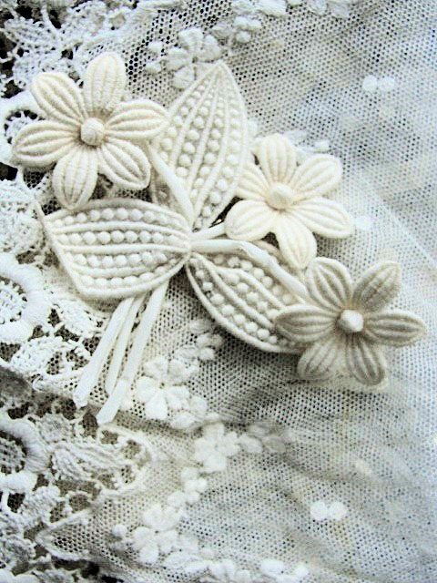 ANTIQUE 1920s Swiss Organdy and Lace Flowers Corsage Brooch Applique Flapper Floral Stamens Millinery Hats Bridal Downton Abbey #downtonabbey #hat