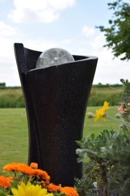 Simple Das moderne Wasserspiel macht diesen Gartenbrunnen zum Blickfang in Ihrem Garten Durch die LED Beleuchtung verwandelt der Sendai Gartenbrunnen Ihren Garten