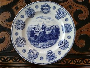 STAFFORDSHIRE HANLEY FALCONWARE THE PILGRIM FATHERS PLATE.