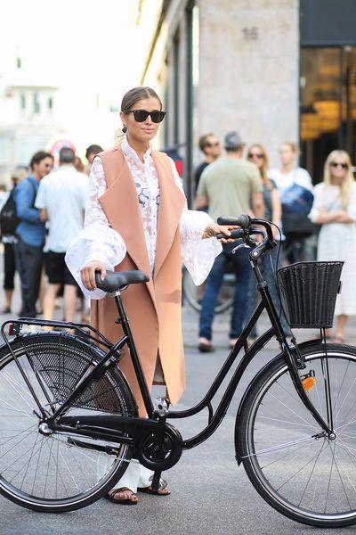 Streetstyle in Kopenhagen  #Bluse #Schlaghose #Longblazer  // Foto © ddp