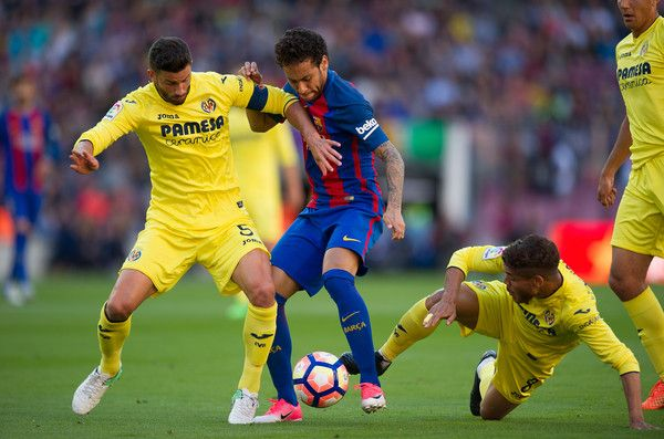 Neymar of FC Barcelona battles for the ball against Mateo Pablo Musacchio of Villarreal CF during of the La Liga match between FC Barcelona and Villarreal CF at Camp Nou stadium on May 6, 2017 in Barcelona, Catalonia.