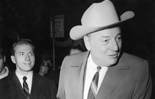 Уинтроп Э. Рокфеллер (1912–1973) - филантроп, 37-й губернатор штата Арканзас (1967–1971). В годы Второй мировой войны, воюя в пехоте, дослужился от рядового до полковника, награжден «Бронзовой звездой» и «Пурпурным сердцем» — одними из самых почетных воинских наград США.