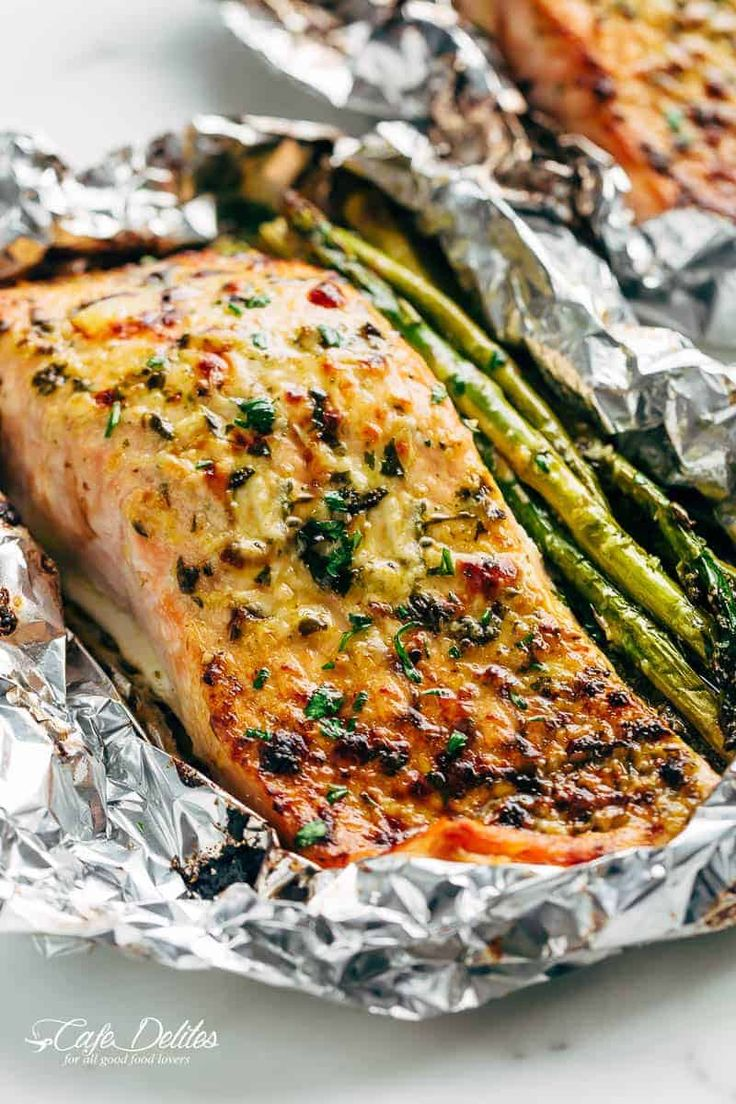 Lemon Parmesan Salmon & Asparagus Foil Packs are so easy to make, and are packed with flavour! Baked OR grilled right on your barbecue!