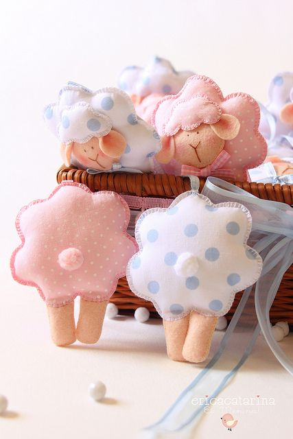 little sheep again; diy, sewing for babies and kids [for animal changes, add bells and use in pram rattles; also for mobiles in the nursery. Or simply as pocket pets! ;) Mo