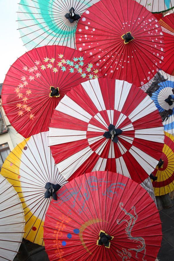 """""""Wagasa"""" Japanese umbrella /特に真ん中の、縦長の市松模様の色塩梅がすごーく新しい感じがしている。"""