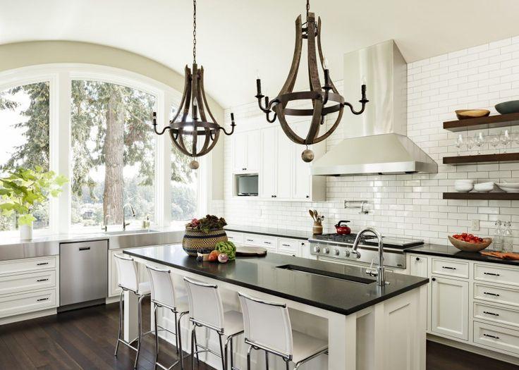 Кованые люстры - отличный аксессуар на вашей средневековой кухне