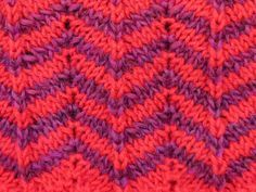 Het zigzag patroon geeft leven aan je breiwerk. Je kunt het effen breien, gestreept maken of zelfs ribbelsteek en tricotsteek afwisselen in het patroon.