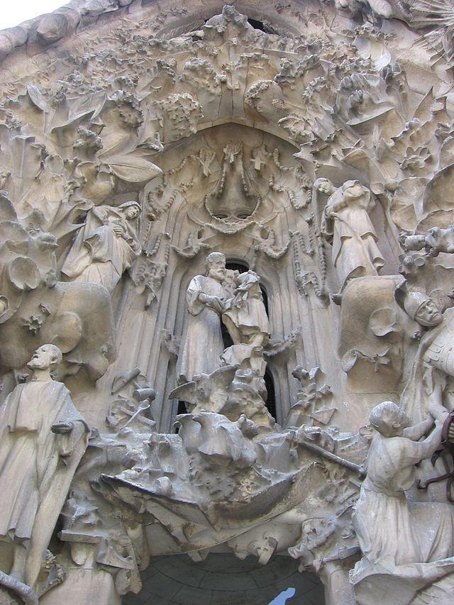 Antoni Gaudì, Sagrada Familia-Portico della Speranza, 1882-in costruzione, materiali vari, Barcellona, Spagna.