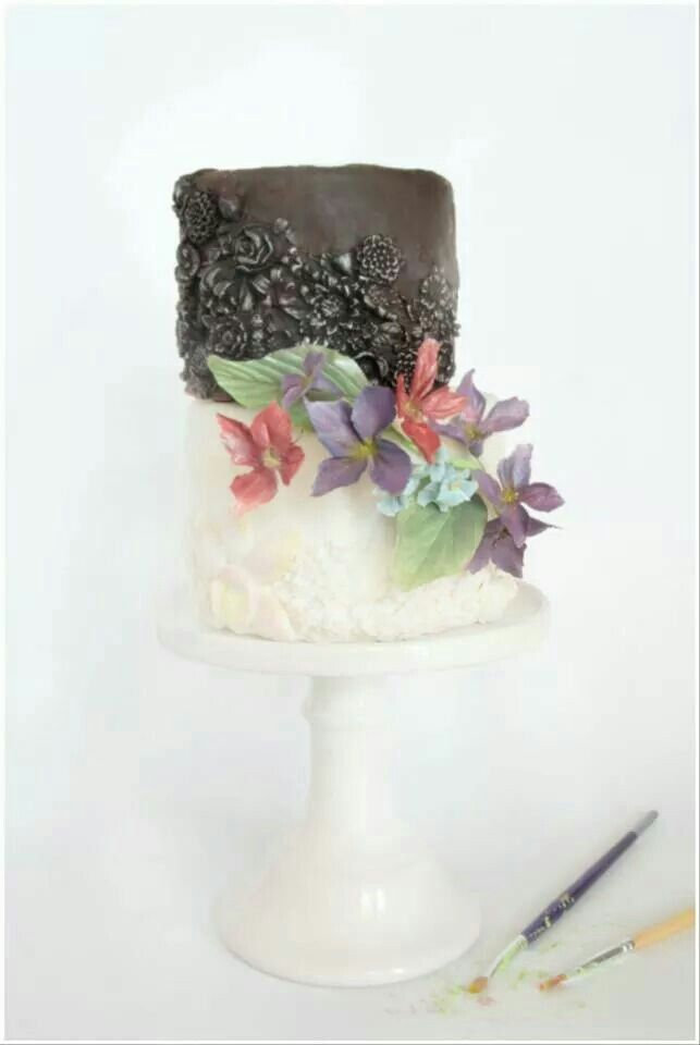 Elegancki tort płaskorzeźba