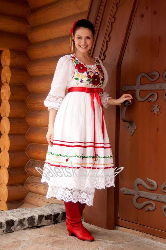 Русский национальный костюм. Фото из цифровой коллекции Эрмитажа.