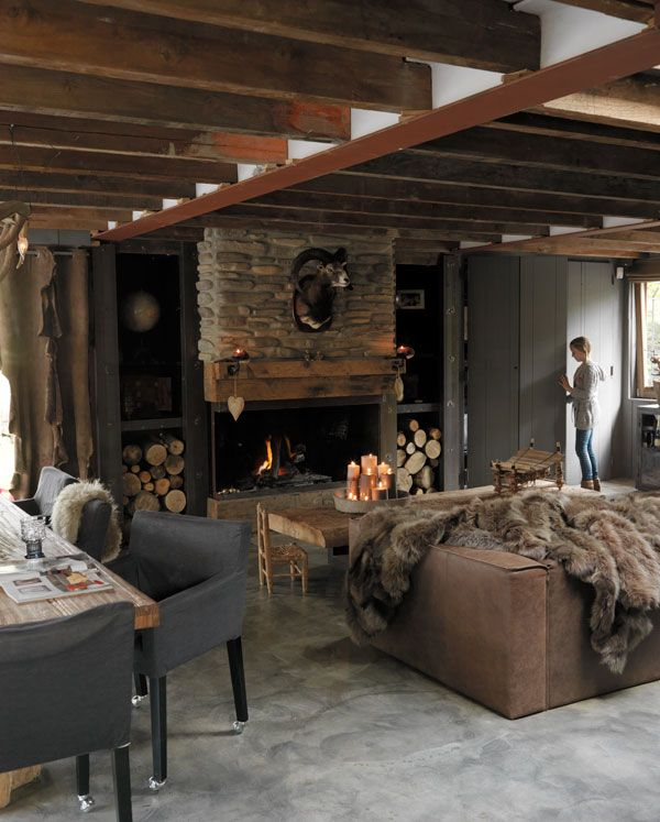 This cozy Dutch family home provides inspiration to build an ideal winter den. It is built with a rustic interior that consists of soft blankets, fur, raw wood beams...