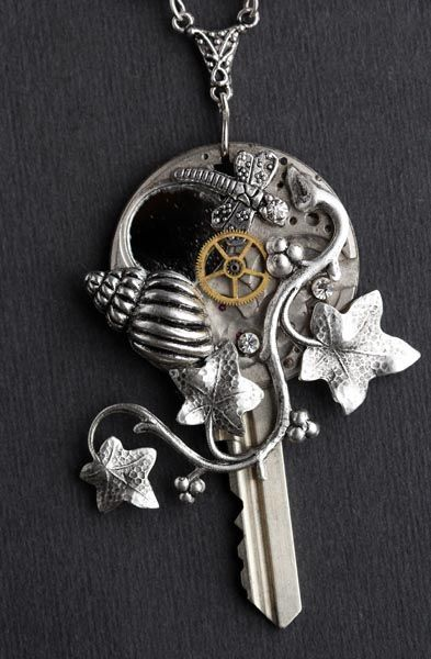 key: Old Keys, Keys Jewelry, Ivy Tattoo Steampunk, Shells Necklaces, Heart Necklaces, Steam Punk, Keys Pendants, Steampunk Keys, Keys Necklaces
