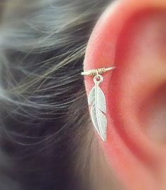 Feather Cartilage hoop Earring, Feather piercing silver hoop, silver helix hoop, silver feather jewelry