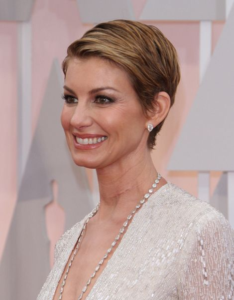 faith hill hair styles why does faith hill a looking neck scar 9853 | fc60e215bf7a8a722c5b69c3e636f534 cute pixie haircuts short haircuts