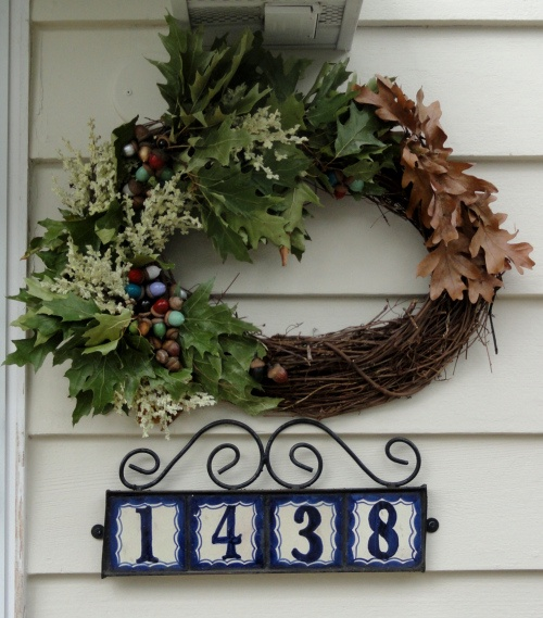 a very simple acorn wreath. From: http://freddyandpetunia.wordpress.com/2012/09/23/a-very-simple-acorn-wreath/#