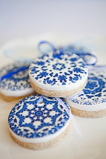 Spice cookies with delft edible image {beautiful!}: Blue Cookies, Holidays Cookies, Spices Cookies, Decor Cookies, Polish Pottery, Blue Lace, Ana Rosa, Biscuits, Blue And White
