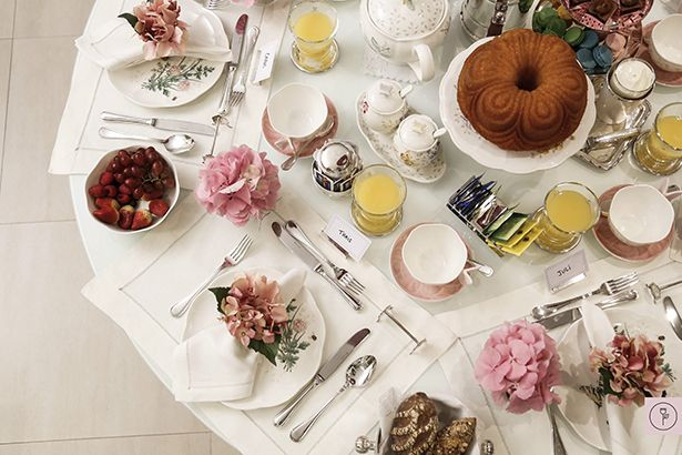 Breakfast table decor! chic chic chic