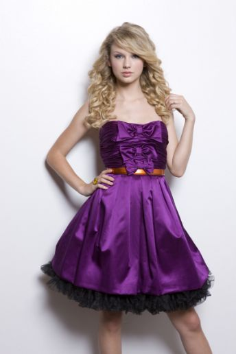 Selenator And Swiftie♥: Selena and Taylor Purple dresses :D