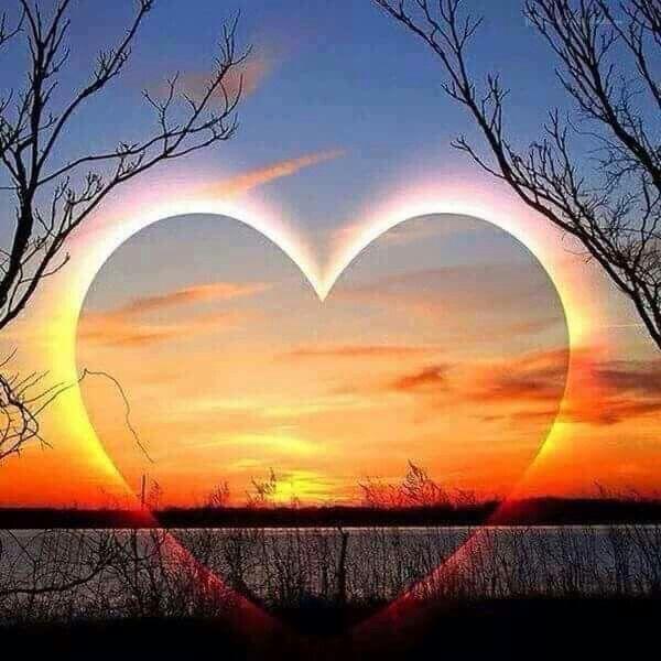 Se ti chiedono qual è la cosa più importante nella vita, tu rispondi prima, dopo, sempre: l'Amore.  R. Battaglia