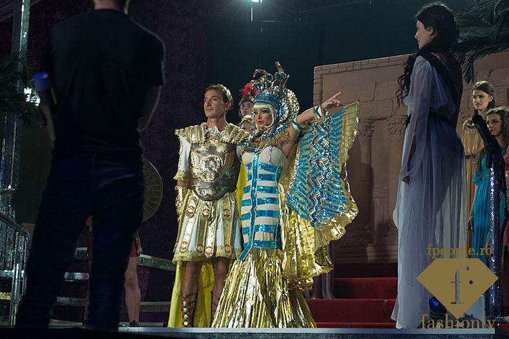 Imagini in exclusivitate cu Delia si Radu Mazare, interpretand personaje celebre, alaturi de modelele Fashion TV pentru filmarea videoclipului A Lu' Mamaia, aici: http://tinyurl.com/o4whxh4 #fpeople #fashionnews #mamaia #mamaiasummerfestival