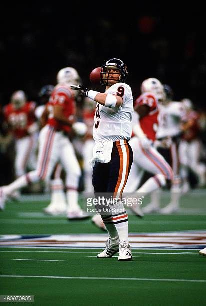 Jim McMahon of the Chicago Bears warms up prior to playing the New England Patriots in Super Bowl XX January 26 1986 at the Louisiana Superdome in...