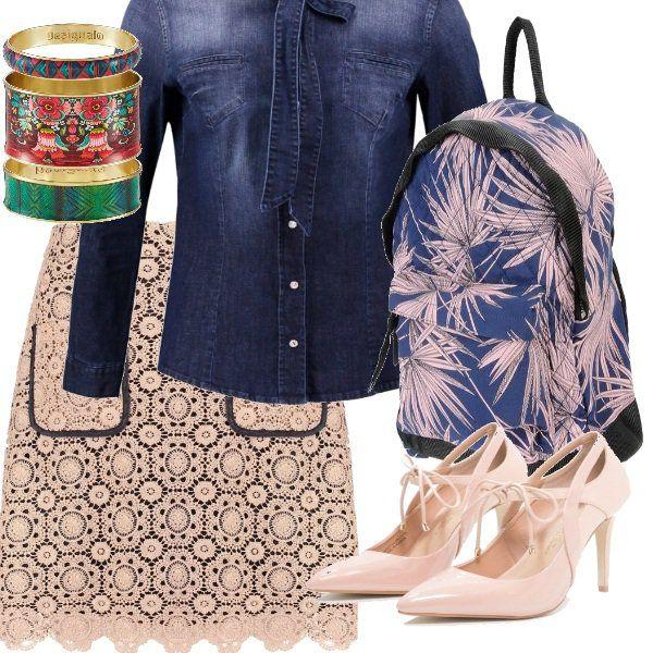 I ricami della nonna si ritrovano nella gonna sopra il ginocchio per quel nostalgico ricordo di tradizione e romanticismo in tinta rosa, abbinati al moderno stile gipsy della camicia e dello zaino in jeans