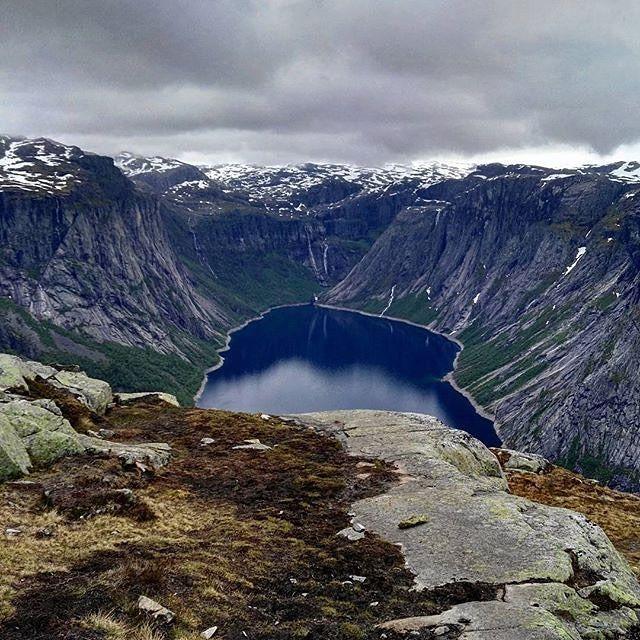 """via. @zpamietnikapodrozoholika  """"Trolltunga hike - sooo amazing :D #trolltunga #norway #hordaland #troll #discovernorway #explorenorway #norwegia #gorymojegory #gory #ilovemountains #wgorachjestwszystkocokocham #mountainsareawesome #mountaineering #mountaingirls #trekking #hiking #mountains #gorskiewedrowki #fiordy #fjords #europetrip #podrozemaleiduze #podróże #podrozoholik #travelgirl #travelbucketlist""""  Zobacz więcej podróżniczych inspiracji na: http://ift.tt/2k1V00E  Polub nas na fb…"""