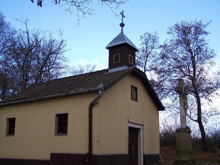 Szentháromság-kápolna (Szendehely közelében 0.2 km) http://www.turabazis.hu/latnivalok_ismerteto_4809 #latnivalo #szendehely #turabazis #hungary #magyarorszag #travel #tura #turista #kirandulas
