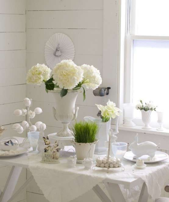 Decorazioni pasquali in bianco - Tavola pasquale shabby chic Easter decorations in white - Shabby chic Easter table