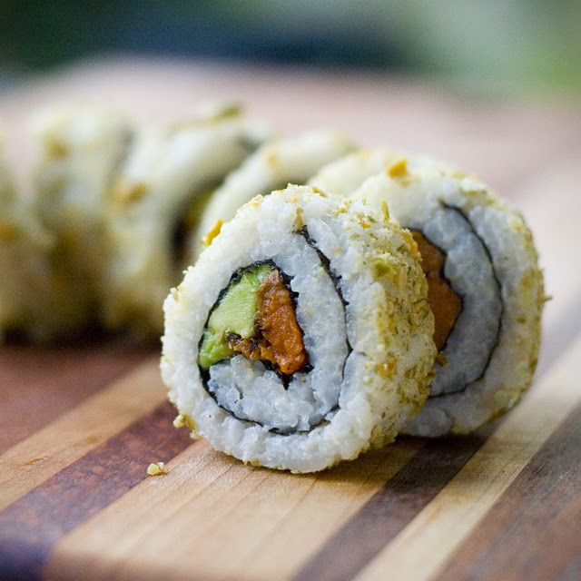 Veganistisch recept: Sweet Potato and Avocado Rolls with Maple Tamari Reduction. #veganistisch #vegan #recept