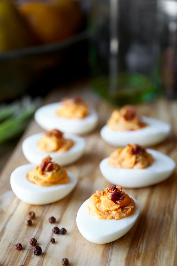 A deviled egg recipe with a twist! Sweet and spicy honey sriracha deviled eggs topped with crispy smoky bacon is sure to become a favorite at your dinner table!