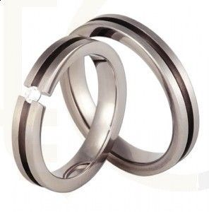Obrączki ślubne z tytanu z cyrkonią/ Wedding rings made from titanium with zircon/ 682 PLN #weddingrimgs #jewellery #love #art