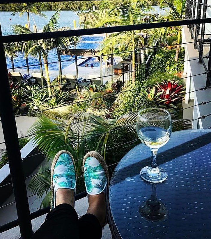 Let all your worries melt away at @sailsresort_portmacquarie by Rydges. (: @runwayclothing)