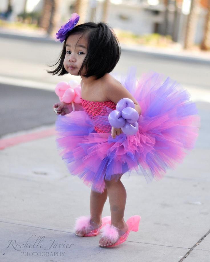 Fillette en tutu rose et violet ~~ Little girl wearing a pink and violet tutu
