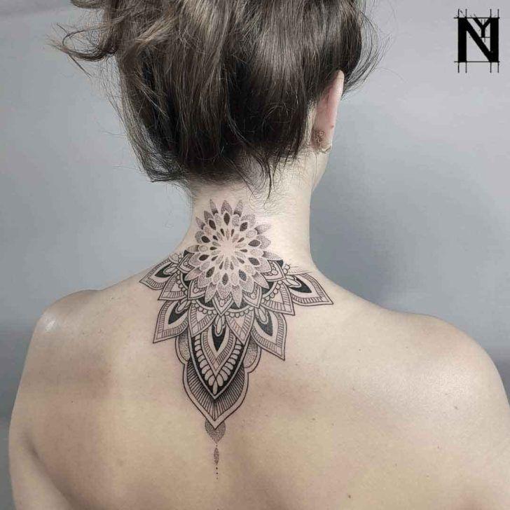 Back Neck Mandala Dotwork Tattoo Best Tattoo Ideas Gallery Tatuajes Mandalas Espalda Tatuajes Pequenos Cuello Tatuajes Cuello