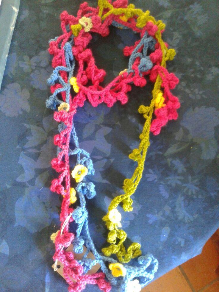 Bushbabies Craftworks : crochet scarfette