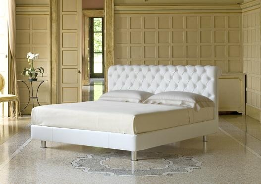 Classic upholstered bed by Berto Salotti (Meda, Italy). 100% hand made in Brianza, by Italian Master Artisans.