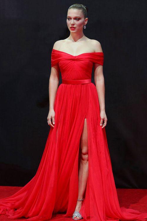 Léa Seydoux en Miu Miu robe fourreau du soir red carpet http://www.vogue.fr/mode/look-du-jour/articles/la-seydoux-en-miu-miu/29500