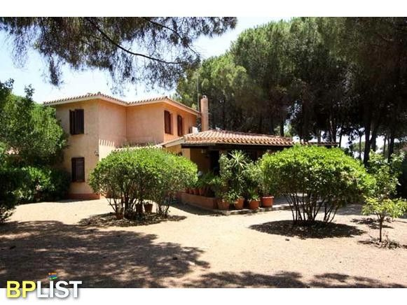 Sardinia - South Coast - villa Ortensia 500 m. from the beach In an exclusive condo, a Mediterranean-style villa with a large garden and every comfort! S. Margherita Pula: 250 m ...